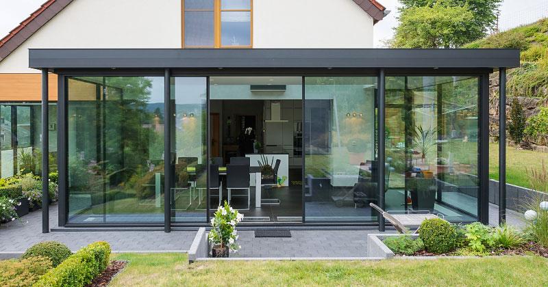 anbau mit rahmenlosem verglasungssystem keller glasshouse. Black Bedroom Furniture Sets. Home Design Ideas