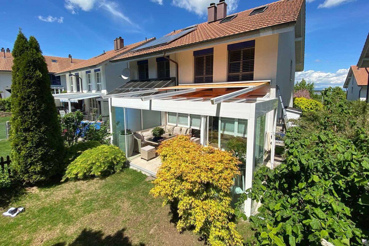 Moderner Sommergarten CUBO vor bereits bestehendem Glasanbau