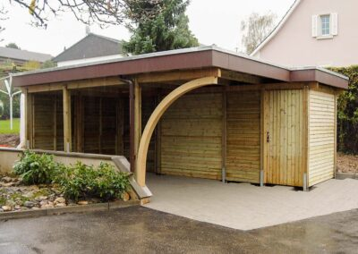 Carport mit Gartenraum aus Holz