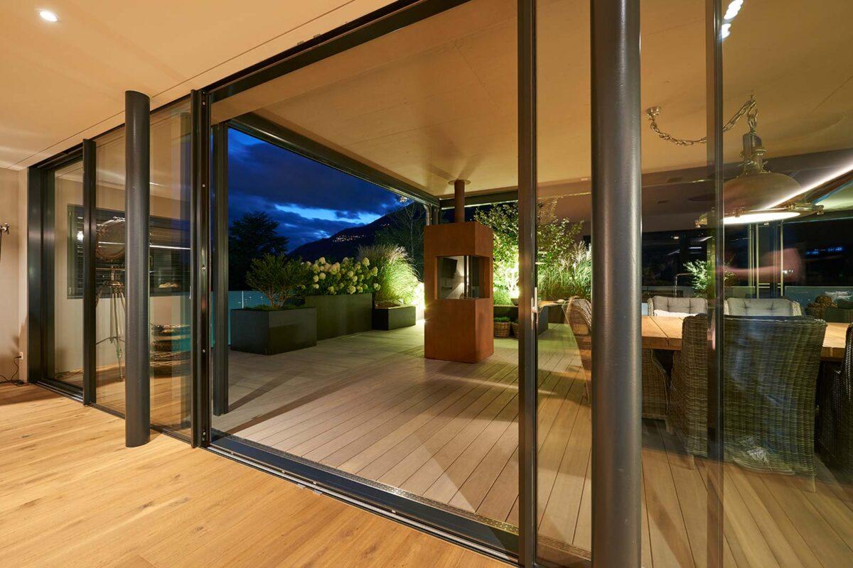 Terrassenverglasung minimal windows bei Attikawohnung im Oberwallis
