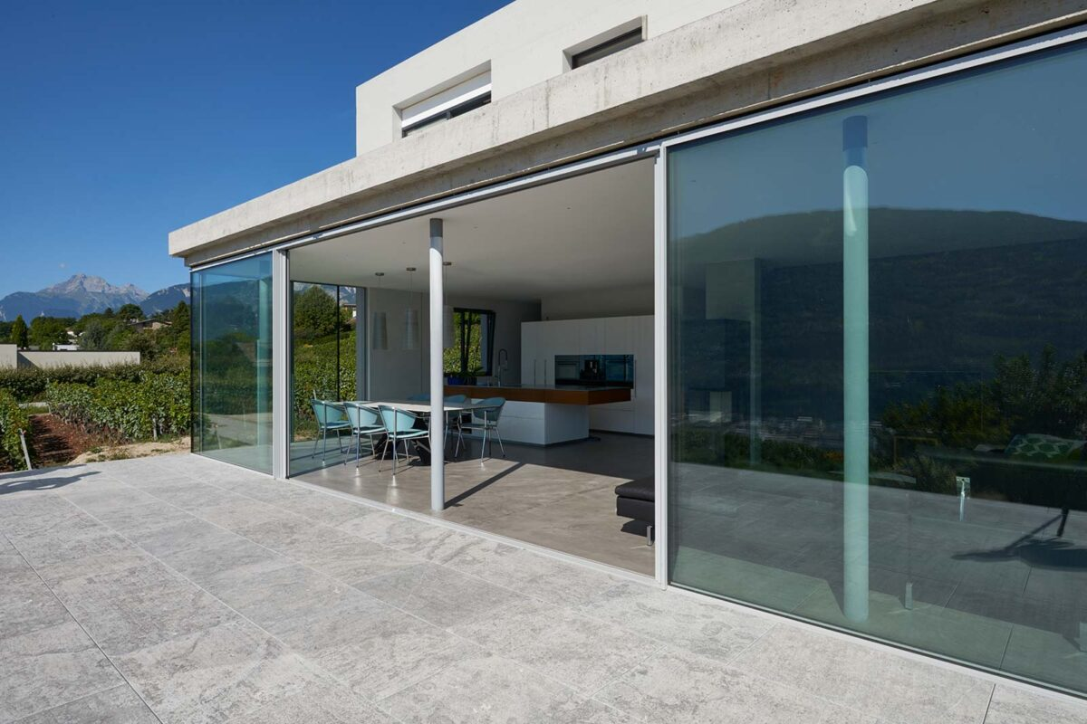 Filigranverglasung minimal windows bei einem Neubau im Wallis