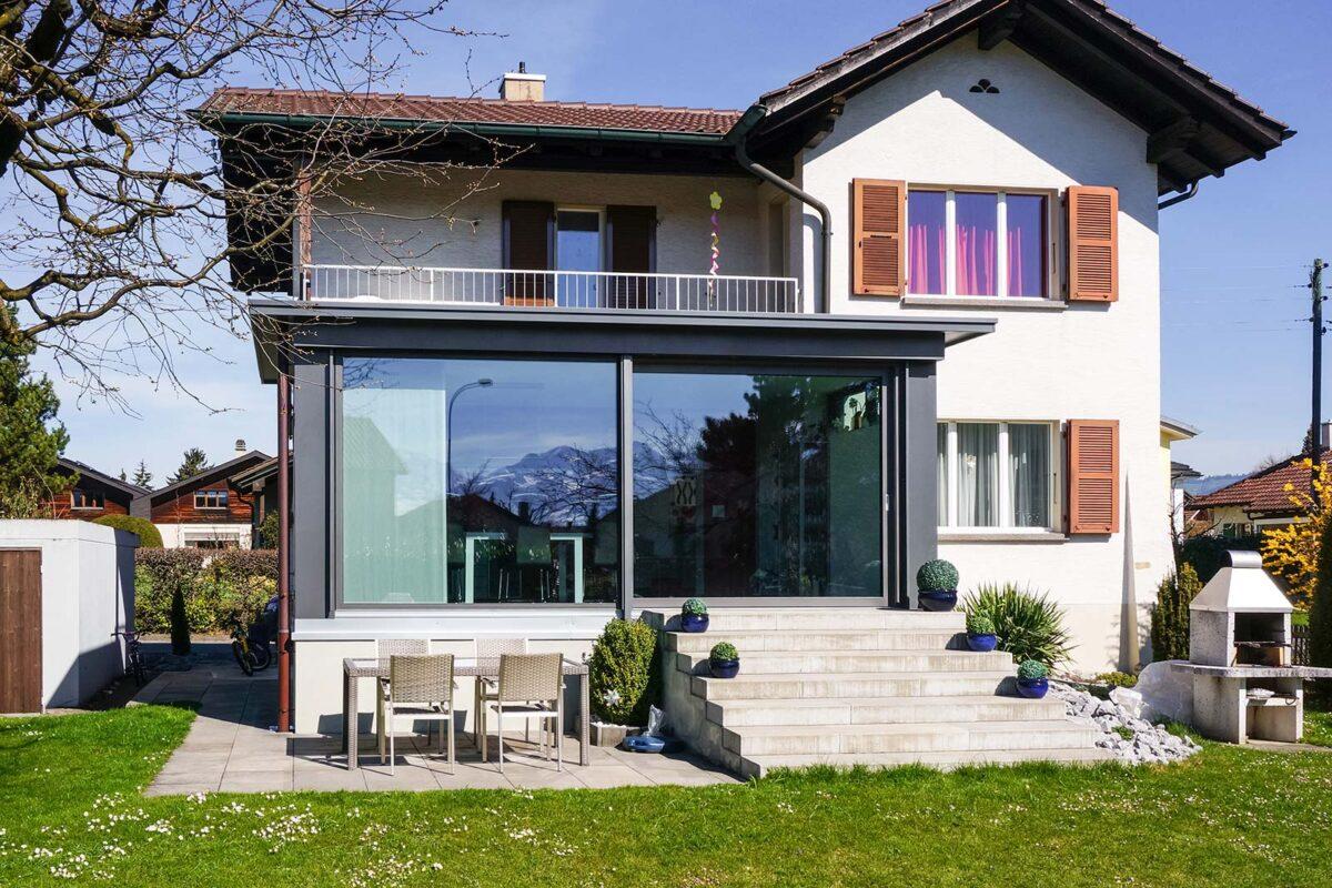 Wintergarten Karl Blaser AG Flachdach mit Finstral Hebeschiebetüren