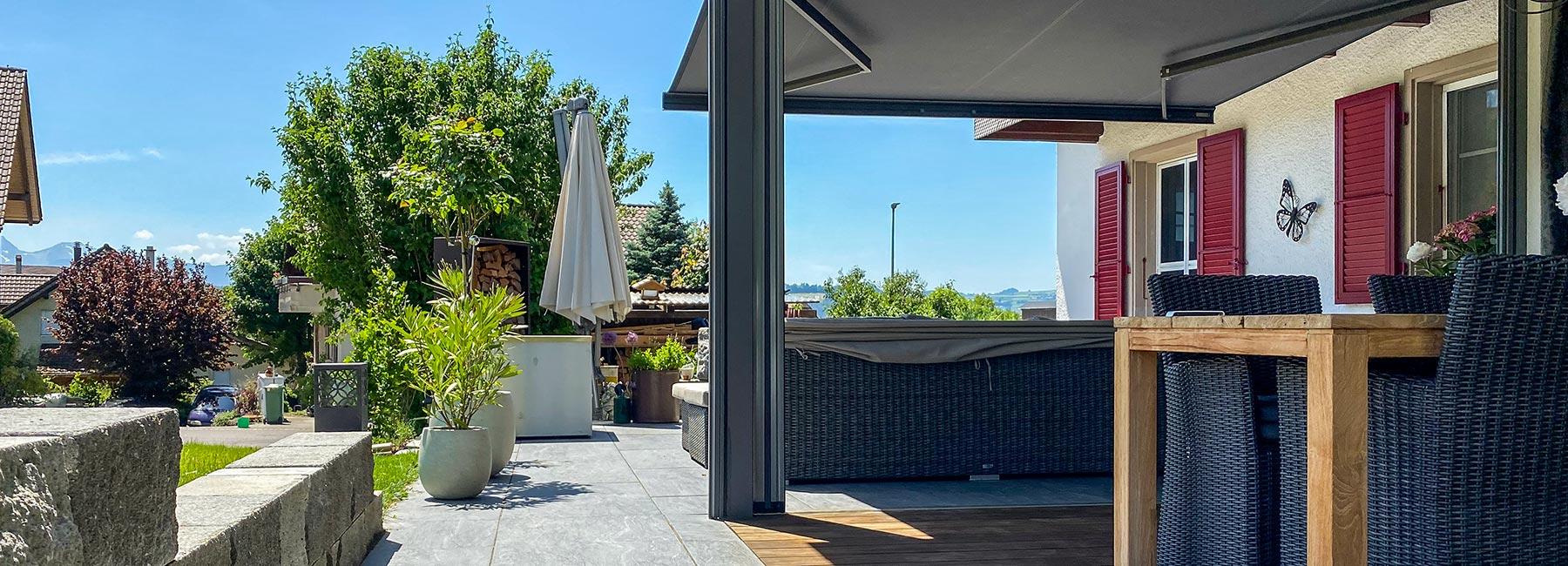 Terrassenüberdachung Lounge BERNA, Sitzplatzüberdachung – Terrassenüberdachung – Glasdach – Lamellenpergola – Lamellendach – Wetterschutz für Möbel – Stobag – SunParadise – Nyon – Terrado – Hawaii40 – CUBO - Schutz vor Wind, Regen und Schnee – geschützte Terrasse -